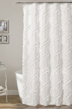 Best Farmhouse Shower Curtains! Discover the best farmhouse shower curtains. We love decorating our bathroom with farmhouse shower curtains