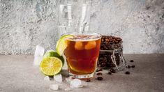 Na šálek cappuccina je vlétě moc horko? Zchladit se můžete ledovou kávou či frappé nebo naprostým hitem letošní sezony – espresso tonicem. Překvapí vás výrazně hořkou chutí aspolehlivě zažene únavu.