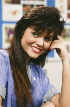Tiffani Amber Thiessen as Kelly Kapowski definitely had the most wanted hair of her Saved By the Bell cast. Credit: NBC via Getty Images Tiffany Amber, Feathered Bangs, Feathered Hairstyles, 90s Hairstyles, Hairstyles With Bangs, Jennifer Aniston, Style Année 90, 1980s Hair, Tiffani Thiessen
