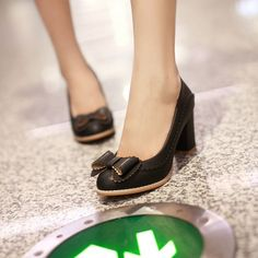Para mujer para mujer del Color del caramelo de la pajarita de tacón bajo Slip On bombas zapatos más el tamaño 34 43 del dedo del pie Rount altos talones mujeres novia zapatos en Bombas de Calzado en AliExpress.com | Alibaba Group