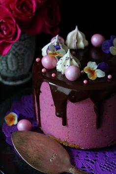 Kakkuviikarin vispailuja!: Mustaherukka-suklaa juustokakku