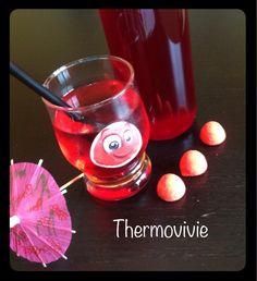 Retour de vacances avec un paquet de fraises bonbons d'entamé, j'ai voulu innover un peu en testant du sirop de fraise tagada avec le thermomix... Je n'aurai jamais pensé que ce serait aussi rapide, et chimiquement bon!  Les enfants adorent forcement......