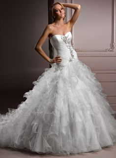 Attractive Sweetheart Sleeveless Tulle wedding dress- in love with the dress in lit e with him