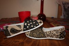 How to Paint Toms @Tara Harmon DeNaeyer Hull you inspired me!  Going to give it a try :)