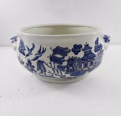 Blue Willow Churchill Round Vegetable Bowl Casserole Made in England #BlueWillow