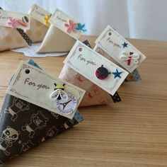 お菓子を入れてお友達にプレゼントできるクラフト紙や折り紙で三角の形のテトラパックを作ってみよう 100円Shopの折り紙でテトラパックを作ってみよう(こじゃる)