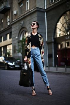 City style - Black crop top, long floral cardigans, heels and boyfriend jeans (NYC street style)