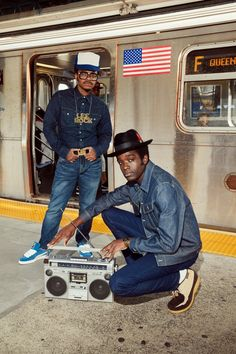 """Die Jeans mussten gebügelt sein"" Jamel Shabazz has documented the New York street style and the young hip-hop scene of the and Now he's been shooting the new Lee campaign Hip Hop Mode, 80s Hip Hop, Hip Hop Art, Kid Ink, Hipster Outfits, John Legend, Mode Old School, Jamel Shabazz, Maori"