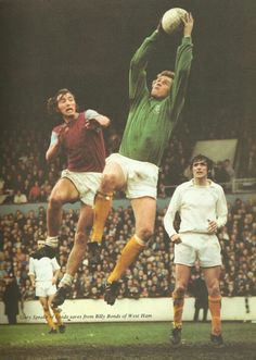 Leeds United keeper Gary Sparke goes up high to grab a cross.