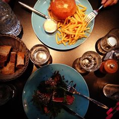 """L'adresse du jour : Restaurant bio """"le So"""" rue Montmartre!  Today's good place to enjoy organic food is """"le So"""" #organic #burger #tataki #fusion #wine #local #farmers #handmade #homecooking #tuna #healthy #junkfood by lcgastronomique"""