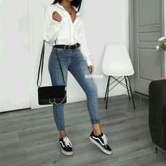 Outfits casuales con tenis – Moda y Estilo - Bestworld Tutorial and Ideas Mode Outfits, Jean Outfits, Trendy Outfits, Classic Outfits, White Outfits, 90s Fashion, Fashion Outfits, Womens Fashion, Fashion Trends