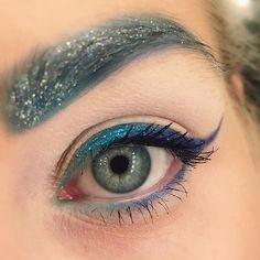 Winter ❄️❄️️❄️️ #makeupgeek #beautyaddict #makeup #eyemakeup #blue #glitter #glam #beauty #eyemakeup #eyeshadow #eyeliner #style #fashion #blogger #fun using shadows from @sugarpill and glitter liners from @makeupmekka sugar pill fås hos @makeupartas ✌️️