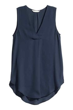Gently flared, sleeveless blouse in airy crêpe with a V-neck with a pleat centre front and a rounded hem. Slightly longer at the back. The blouse is made partly from recycled polyester. Blazer Outfits, Casual Outfits, Fashion Outfits, Sheer Blouse, Sleeveless Blouse, Blue Blouse, Shirt Blouses, T Shirt, Hippie Chic Fashion
