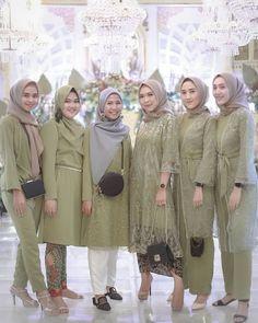 Source by yovaaklil dresses hijab Kebaya Muslim, Dress Brokat Muslim, Kebaya Modern Hijab, Dress Brokat Modern, Model Kebaya Modern, Kebaya Hijab, Kebaya Dress, Modern Hijab Fashion, Batik Fashion
