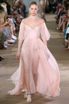 View the complete Monique Lhuillier Spring 2017 collection from New York Fashion Week.