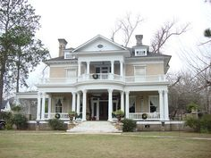 Eufaula, Alabama historic home.  This town is so pretty. Love it. Pilgrimage in April.