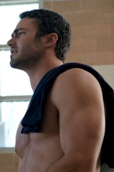 Taylor Kinney    In ETonline's exclusive sneak peek at Chicago Fire, Taylor Kinney flaunts one of the show's biggest assets!