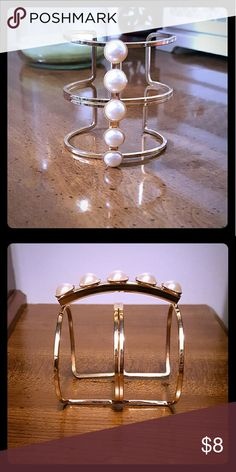Gold Arm Cuff Like new. Not real pearls. Well made. Jewelry Bracelets