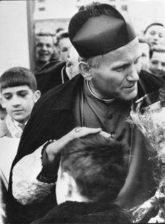 Saint John Paul II in the beginning Paul 2, Pope John Paul Ii, Papa Francisco, Pape Jeans, Anima Christi, Papa Juan Pablo Ii, Catholic Saints, Pope Francis, Madonna