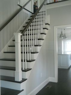 Benjamin Moore Grey Owl and look of stairs Benjamin Moore Grey Owl, Room Colors, House Colors, Paint Colors, Home Renovation, Home Remodeling, White Stairs, Painted Stairs, Gray Owl