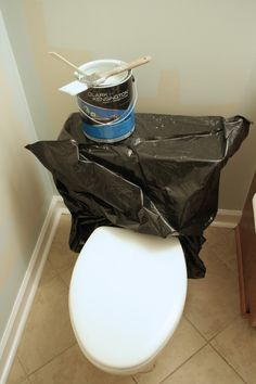 GENIUS!  Tip for painting around a toilet by @designertrapped   #paintingtips #HelloBeautiful