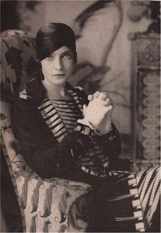 Countess Mona von Bismarck  1928 as Mrs. Harrison Williams,  Photography Edward Steichen