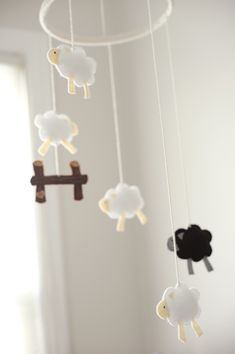 Sheep mobile @Julie Forrest Hammari you need to invite Laura to pinterest so I can tag her on all the sheep stuff.