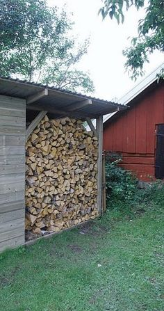 wood shed. Flooring idea