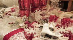 Besoin d'inspiration pour vos décorations de Noël? Regardez nos capsules vidéo «LES CONSEILS DE MANON». Tous les articles présentés sont disponibles en magasin. Vous n'avez qu'à suivre la recette présentée par Manon. À vous de jouer! Manon, Jouer, Articles, Gift Wrapping, Table Decorations, Gifts, Inspiration, Home Decor, Gardens