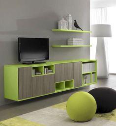 Salón de TV con muebles abiertos en colores vivos y madera natural. El espesor de las puertas es hasta de 24 mms.