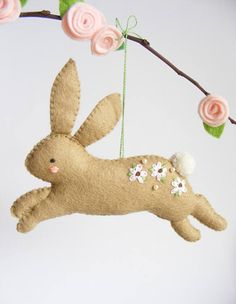 ❥❥❥ THIS LISTING IS FOR A DIGITAL ITEM / PDF PATTERN ONLY! ❥❥❥ WE DO NOT ISSUE REFUNDS ON OUR DIGITAL PATTERNS! ❥❥❥ READ CAREFULLY BEFORE PURCHASING! Make your own cute Easter hopping bunny with this easy sewing pattern! :-) Suitable for beginners as well as skilled crafters, this