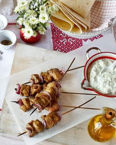 Marinated meat, spices, sharp pickles and citrus, offset with a hint of smokiness – this chicken shish kebab recipe is hold-me-back good. Kebab Recipes, Lamb Recipes, Steak Recipes, Grilling Recipes, Free Recipes, Healthy Recipes, Tzatziki Recipes, Homemade Tzatziki, Turkish Chicken Shish Kebab Recipe