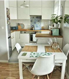 Boho & Farmhouse Style All White Small Kitchen with Wooden Floors and White Eames Chairs Isn't this petite kitchen lovely? Exactly what you need in a reduced space, and still looks amazing. White boho kitchen with the dining area Boho Kitchen, Home Decor Kitchen, Kitchen Interior, Kitchen Tiles, Studio Kitchen, Decorating Kitchen, Interior Livingroom, Interior Garden, Interior Modern