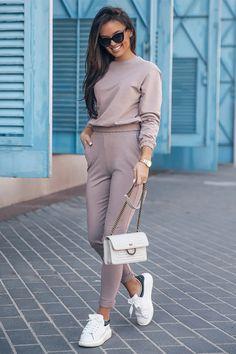 Ένας χώρος με ιδιαίτερα γυναικεία ρούχα και αξεσουάρ , με υψηλή ποιότητα και προσιτές τιμές. Έχουμε τα πιο στιλάτα είδη μόδας, μην ψάχνετε πουθενά αλλού, το Blush Greece είναι το δικό σας προσωπικό κατάστημα. Pencil Skirt Casual, Mode Shop, Mocca, Brown Pants, Sexy Skirt, International Fashion, Playsuits, Jumpsuits, Office Outfits