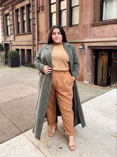 Autumn Fashion Curvy, Plus Size Fall Fashion, Curvy Fashion, Fat Fashion, Fashion Poses, Looks Plus Size, Plus Size Designers, Aesthetic Clothes, Chic Outfits