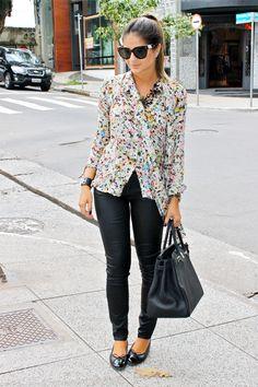 blusinha estampada + calça preta