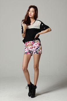 High waist-ed floral shorts !