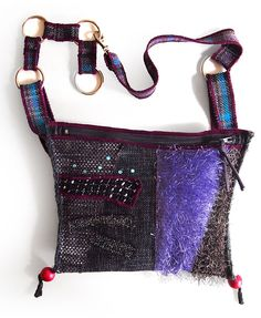 Cherryman belt bag, made of samples of decorative fabrics, completely recycled. Wearable around the waist or on the shoulder. Dimensions approximately 22 x 18 cm. The length of the belt is adjustable, the maximum circumference of 100 cm.  27.00 €