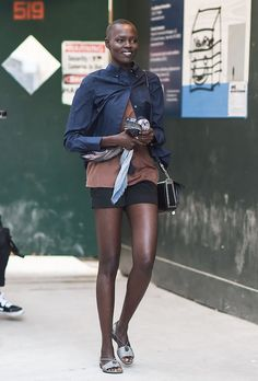 See the top New York Fashion Week street style from the Spring 2017 shows with our gallery of highlights from NYFW. New York Fashion Week Street Style, Model Street Style, New York Street, Spring Street Style, Cool Street Fashion, Street Chic, Spring Summer Fashion, What To Wear Tomorrow, Original Supermodels