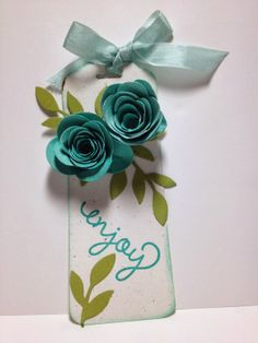 Video Tutorial: How to use the Scalloped Tag Topper Punch