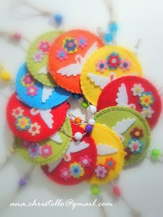 Lembrancinhas de batizado do Marcos | Flickr – Compartilhamento de fotos! Baby Crafts, Felt Crafts, Diy And Crafts, Arts And Crafts, Felt Christmas Ornaments, Christmas Diy, Felt Bookmark, Book Markers, Toy Craft