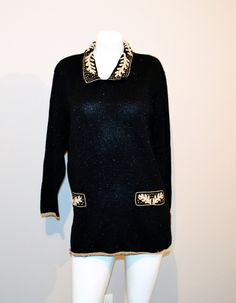 Vintage Sweater Black with Gold and Pearl Baroque by ChristmasVintage on Etsy Chanel Style, Chanel Fashion, High Fashion, Vintage Sweaters, Black Sweaters, Urban Outfitters Style, Jeggings, Baroque, Vintage Fashion