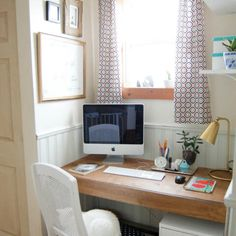 DIY Built in Floating Desk tutorial - works for small spaces, like home offices and nooks. Great for a built in computer desk. It hangs on the wall! Floating Desk, Floating Shelves, Built In Computer Desk, Tupperware Organizing, Home Office, Cane Back Chairs, Linen Cupboard, Small Closets, Desktop