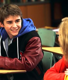 Dylan Everett, you so fucking cute! MERRY ME. I'm seriously in love wim him in Degrassi.