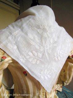 Chain stitched fichu Villa Rosemaine | textiles et costumes anciens