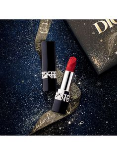 Dress your smile in vibrant colour with the Golden Nights limited edition Rouge Dior lipstick. Rediscover Dior's most iconic red shades, adorned with delicate snowflakes for the festive season. With either a matte or satin finish, the lipstick provides 16h* comfort wear and intense colour, so you can celebrate the whole night through. *Auto-scoring on 60 women.