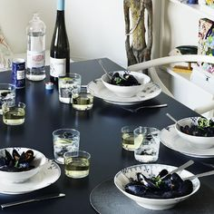 Would love to have the blue Elements collection from Royal Copenhagen in my kitchen!