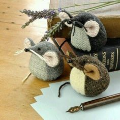 or pattern weights. These are adorable! could also be pin cushions Felt Crafts, Fabric Crafts, Diy And Crafts, Arts And Crafts, Mouse Crafts, Softies, Plushies, Sewing Toys, Sewing Crafts