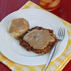 Dinner For Two: Chicken Fried Steak.reminds me of my Moms dinner, she would have mashed potatoes a large salad and fresh bread! Cooking For Two, Cooking On A Budget, Chicken Fried Steak Gravy, Cooked Chicken, Steaks, Recipe For 1, Dessert For Two, Cooking Recipes, Beef Recipes