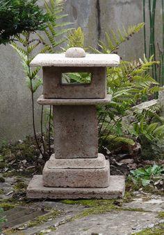 Japanese Garden Lanterns, Japanese Stone Lanterns, Japanese Gardens, Garden Art, Home And Garden, Concrete Sculpture, Backyard Gazebo, Asian Garden, Diy Garden Projects